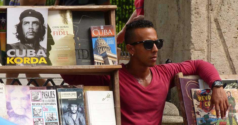 Plaza de Armas. Viajar a La Habana. Un reportaje de Javier Carrión en Tu Gran Viaje, revista de viajes y turismo