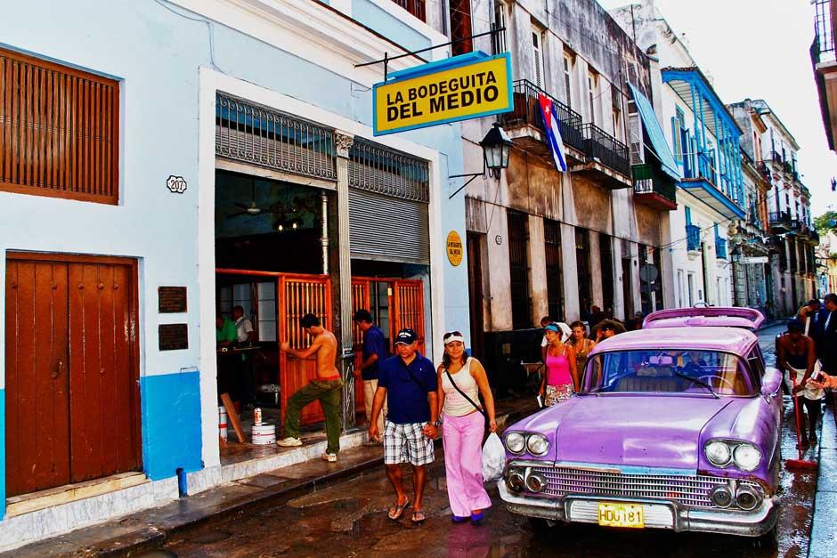 Bodeguita del Medio. Viajar a La Habana. Un reportaje de Javier Carrión en Tu Gran Viaje, revista de viajes y turismo