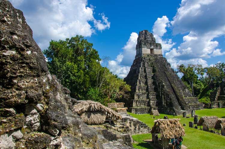 Tikal. Foto © Simon Dannhauer / Shutterstock. Viajar a Guatemala | Tu Gran Viaje revista de viajes y turismo