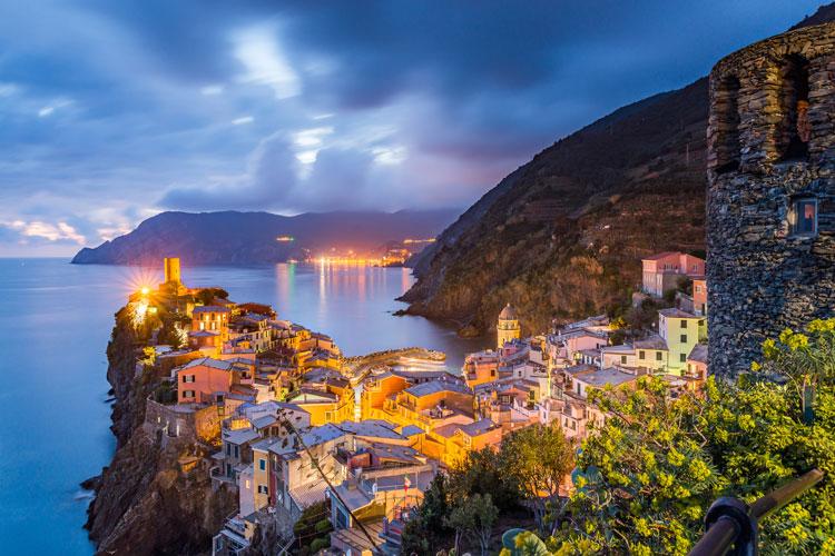 Vernazza de noche. Postal desde Liguria | Tu Gran Viaje. Revista de viajes y turismo