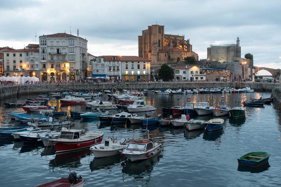 Puerto de Castro Urdiales | Viajar en otoño a Cantabria | Revista Tu Gran Viaje
