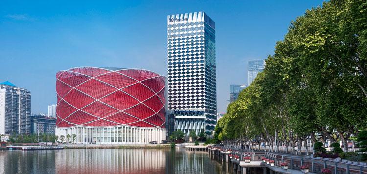 Wanda Reign Wuhan | Solarium del H10 Metropolitan Barcelona | Le Bristol Beirut | Los nuevos hoteles de preferred hotels resorts | Revista Tu Gran Viaje