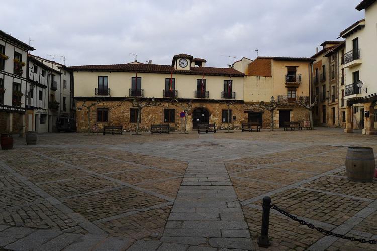 Plaza Mayor de Covarrubias. Foto Wikimedia