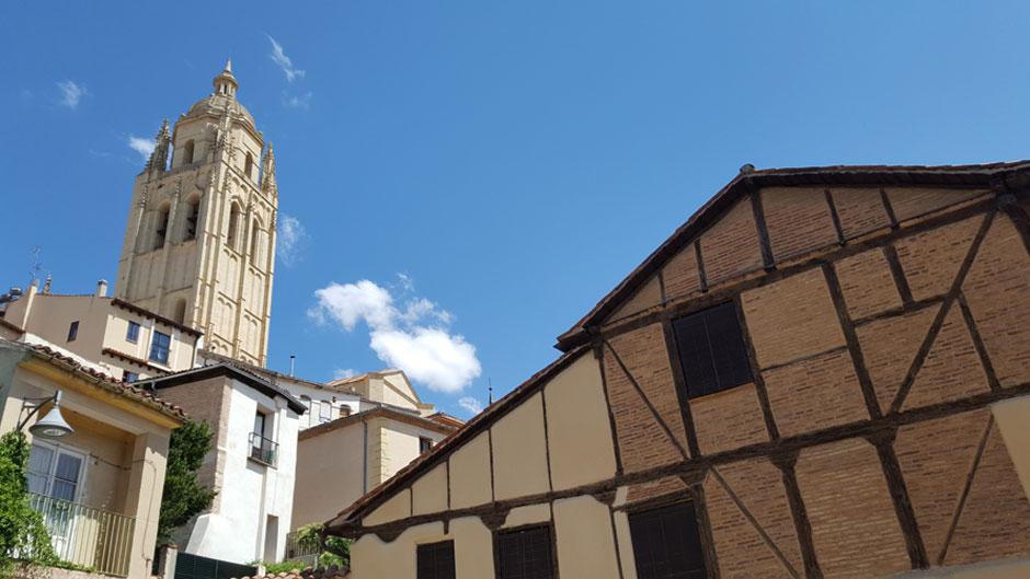 Paseando por la Judería de Segovia   Descubre Sefarad   © Clemente Corona / Red de Juderías de España